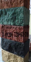 Декоративные цветные рваный камень и серые фундаментные блоки Демлер